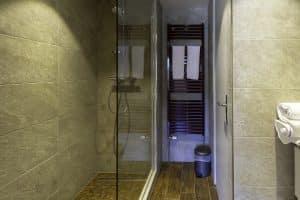 Chambre familiale salle de bain