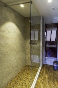 Chambre familiale salle de bain 3